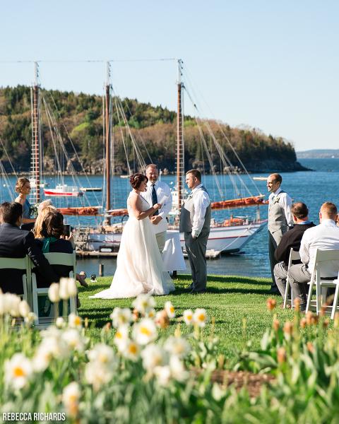 Wedding On The Lawn At Bar Harbor Inn In Maine